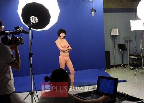 很美的裸体芭蕾(成人级)_图台北室内芭蕾彩排舞者大胆裸体演出