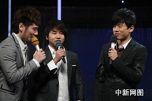 """湖卫跨年演唱会""""不烧钱"""" 韩红vitas同台飚歌图片"""