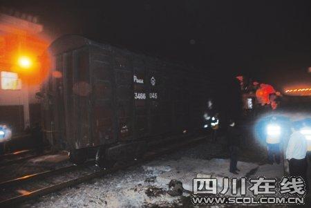 """宜宾一火车出轨 站内列车被""""卡""""致运输瘫痪"""