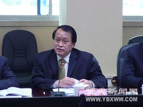 陆振华参加市委三届十二次全体会议分组讨论_