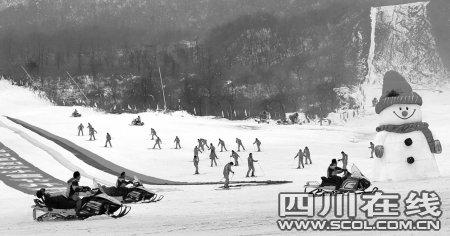 南国冰雪节开幕 游客尽享雪地狂欢3个月(图)