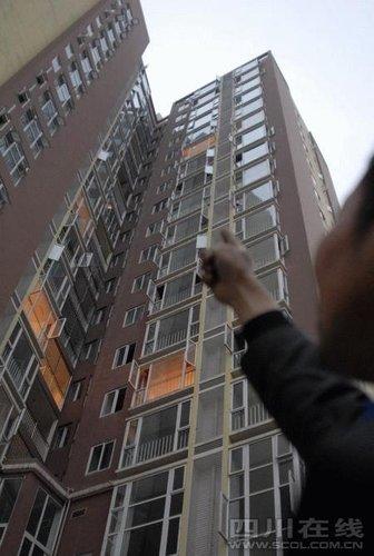 成都一公寓电梯发生事故 保安队长17楼坠亡