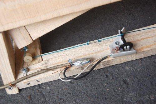 油门踏板跟方向盘用一个usb接口来连接,方便分离.