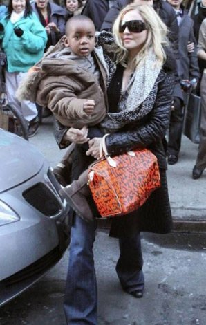 LV包包大牌不俗气 街拍女星怎搭配