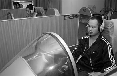 想当飞行员先考坐转椅_新闻滚动