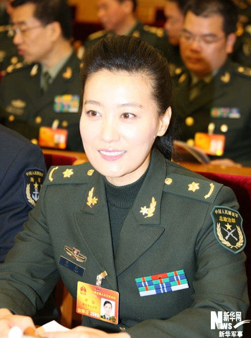 这是总政歌舞团歌唱演员谭晶代表.3月10日,出席十一届全国人大三