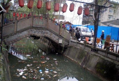 都江堰杨柳河严重污染 还当地良好的生活环境