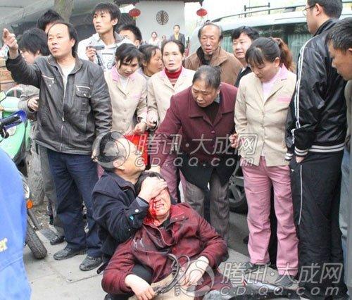 成都人民南路某办公楼爆破 一名围观群众受伤