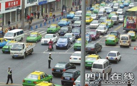 四川已有878万辆机动车 成都保有量占近三成