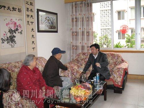 德阳:丁成明同志走访看望离退休老干部_新闻滚