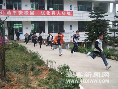 高场镇1300公式物理开展应急逃生演练_师生滚余名江苏新闻初中图片