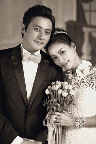 组图:张东健婚纱照曝光 与女友甜蜜相拥尽显温馨
