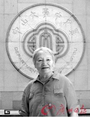 83岁老太太中大读研 老师同学叫她奶奶