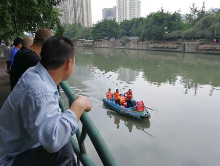 成都锦江彩虹桥下现浮尸 警方已介入调查(图)
