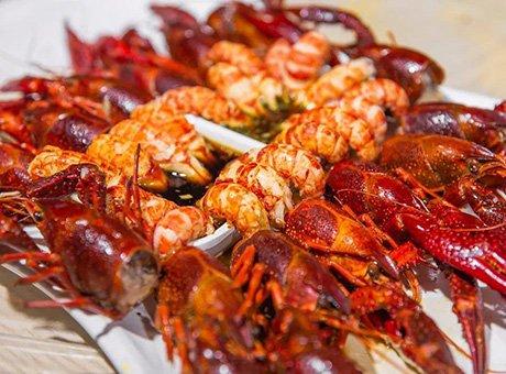 夏天有多美好 不花钱小龙虾吃到饱