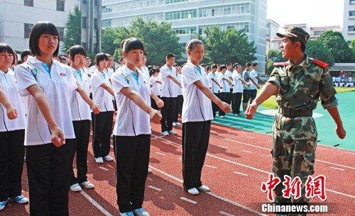 在即军训高中生读写忙舫高中版开学有图片