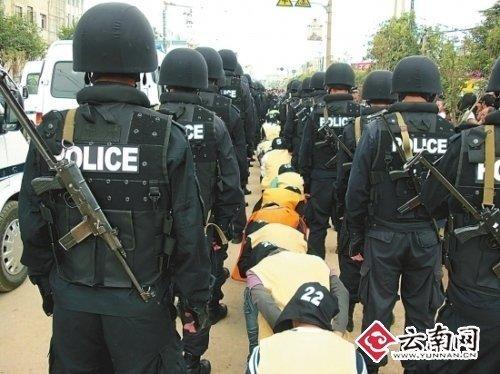 """昆明打掉涉黑团伙""""洪兴帮"""" 抓获嫌犯61名"""