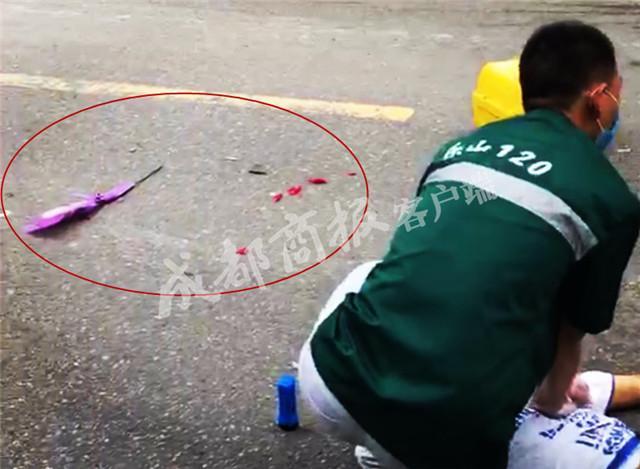 乐山17岁小伙七夕骑摩托遇车祸身亡 身旁躺着朵玫瑰