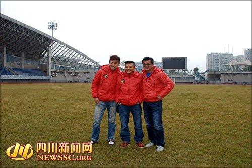 香港明星足球队宜宾 踩点 想喝五粮液不敢吃燃面