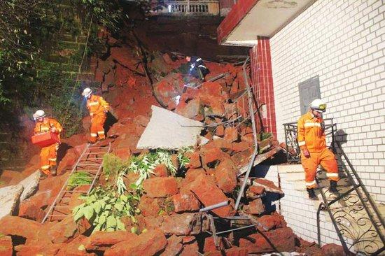 乐山师范学院宿舍楼堡坎垮塌 学生平安撤离图片