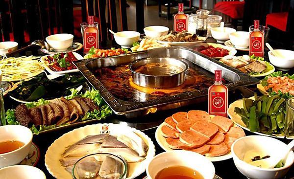 四季美食中国味 火锅配劲酒 麻辣更来劲