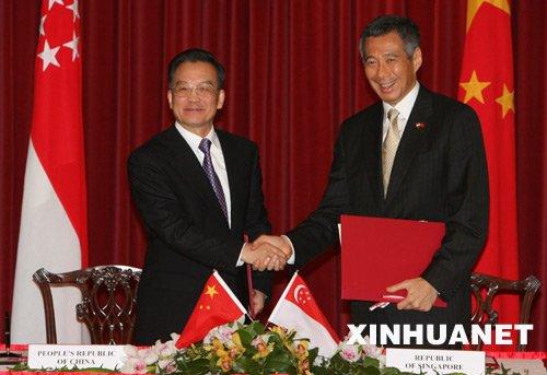 李显龙称中国再发展十余年才能赶上新加坡