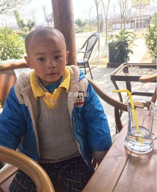 绵阳义景生态园内现一名3岁走失男童 急寻其家人(图)