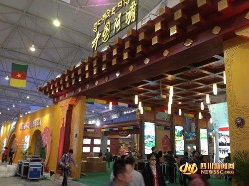 阿坝州主题展馆面积创历年之最 现场展示藏羌风情表演高清图片
