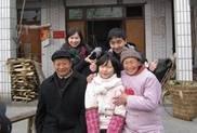 分组到拱星、九龙镇小孩家里探访送