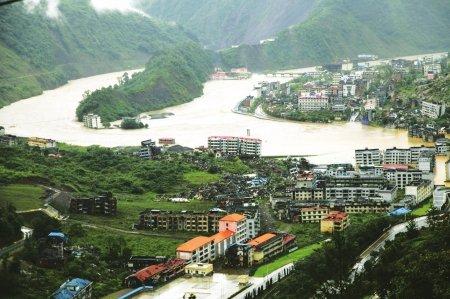 北川地震遗址未遭水淹 新建防洪河堤挡住洪水