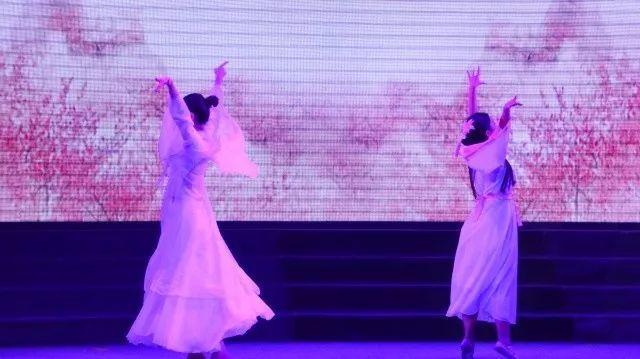 追梦旋律表白女生舞台_腾讯网_大成网狮子座金色奏响怎么图片