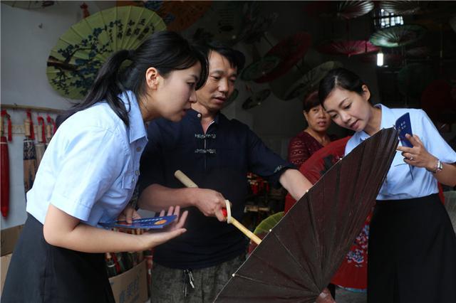"""泸州:法律宣传进古镇 为""""非遗""""撑起保护伞"""