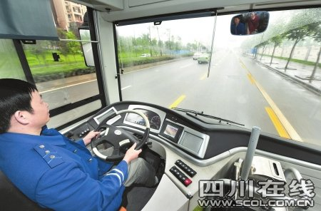 成都电动公交车初体验:坐车很平稳噪音低