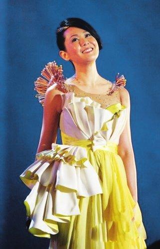 奶茶刘若英5月29日40岁 成都歌迷送贴心礼物