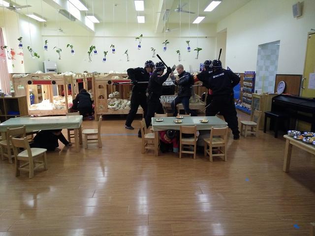 双流区协和幼儿园举行反恐防暴演练活动