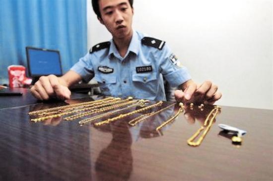 男子流窜至内江一月两次当街抢夺金项链 被判刑一年