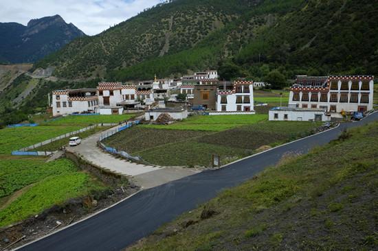 甘孜雀儿山隧道建成通车 被誉为川藏第一隧