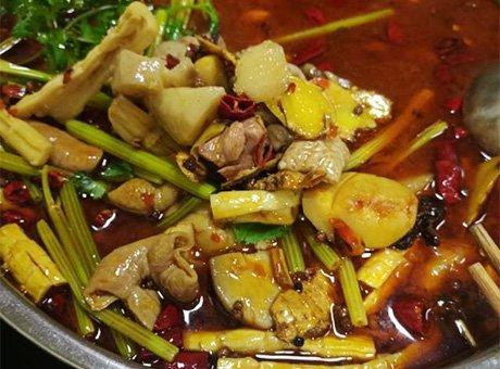 小区门口的肥肠芋儿鸡 软糯入味很好吃