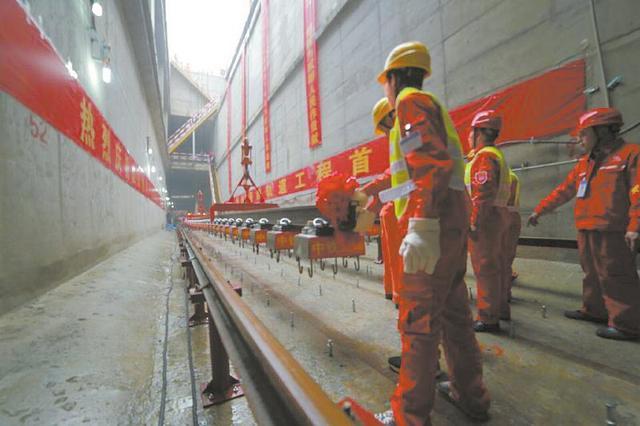 成都地铁7号线开始铺轨 预计于明年底通车(图)