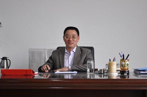 成都七中实验学校校长尹强图片