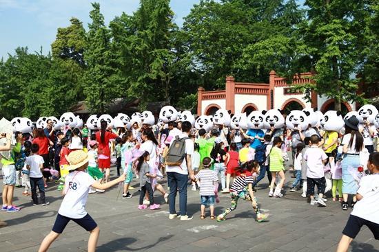 五一劳动节添新耍法 跟着熊猫去都江堰旅行