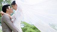 新娘拍婚照要亲亲抱抱举高高