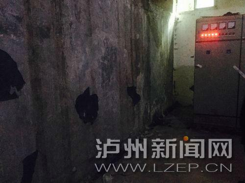 泸州某小区配电房内建化粪池 业主:担心会爆炸(图)
