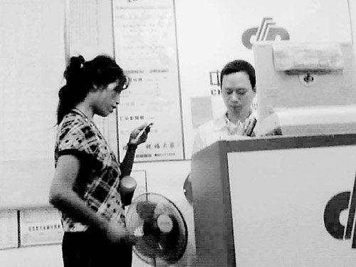 温州一女乞丐经常光顾彩票店引网友热议(组图
