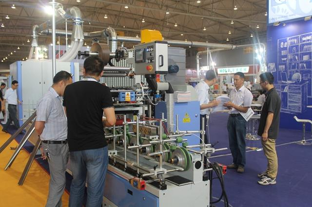 成都国际家具生产设备及原辅材料展盛大开展