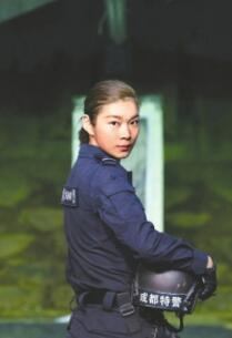 """女子被称""""枪王"""" 获武术冠军进入特警队"""