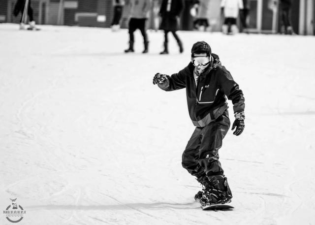 摄影达人教你如何在雪场摔成狗 还能凹造型拍帅照