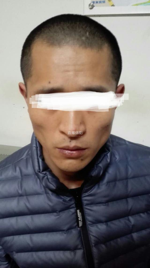 绵阳一男子吸毒后揣尖刀上街 被巡逻民警拿下(图)