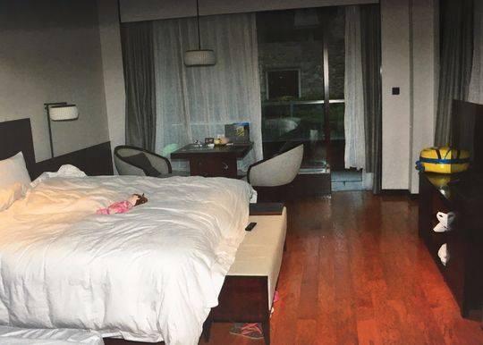 男子在都江堰专偷酒店客房 警方凭一双运动鞋擒贼
