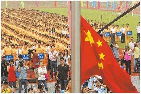 新北川中学开学 3000名师生齐唱感恩的心(图)